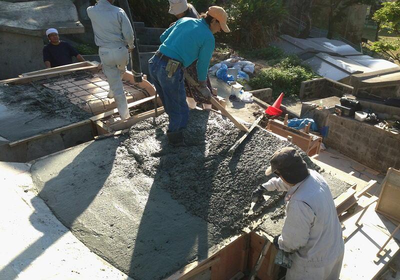 ①庇コンクリート流し込み仕上